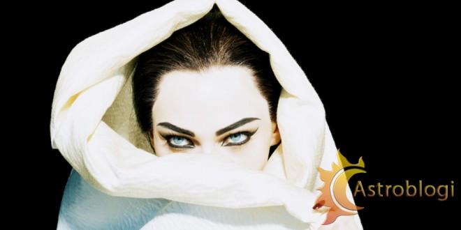 Sasha-Pivovarova-as-Maria-Callas-Numéro-2005-by-Miles-Aldridge2