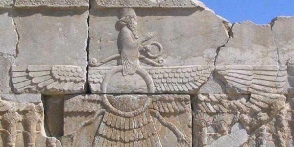 ფარავაჰარი - ზოროასტრიზმის სიმბოლო. ფრთიანი დისკო, კეთილი სულის გამოსახულებით.