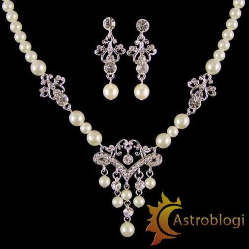 Pearl-jewellery-necklace-1